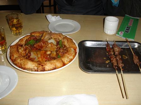 Lunch pa en tibetisk restaurang. Forutom detta aven en stor tallrik nudlar.