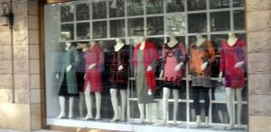 Klänningar som ser ut som på 1960-talet i Sverige