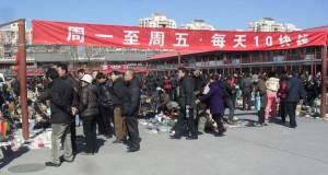 Torsdagsloppis på Panjiayuans loppmarknad i Beijing den 3 mars 2011