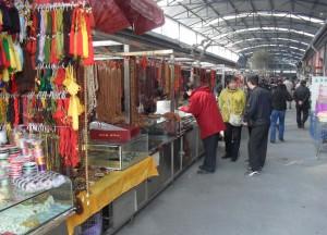En gigantisk diversemarknad med försäljning av husdjur, fritidsprodukter och mycket annat vid Shilihe Bridge i sydöstra Beijing