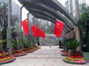 Kinesiska flaggor inför nationaldagen den 1 oktober