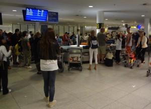 I väntan på min stora resväska vid bagageband åtta på Kastrup