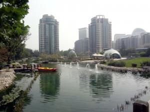 I omgivningarna av The Riverside Central Garden
